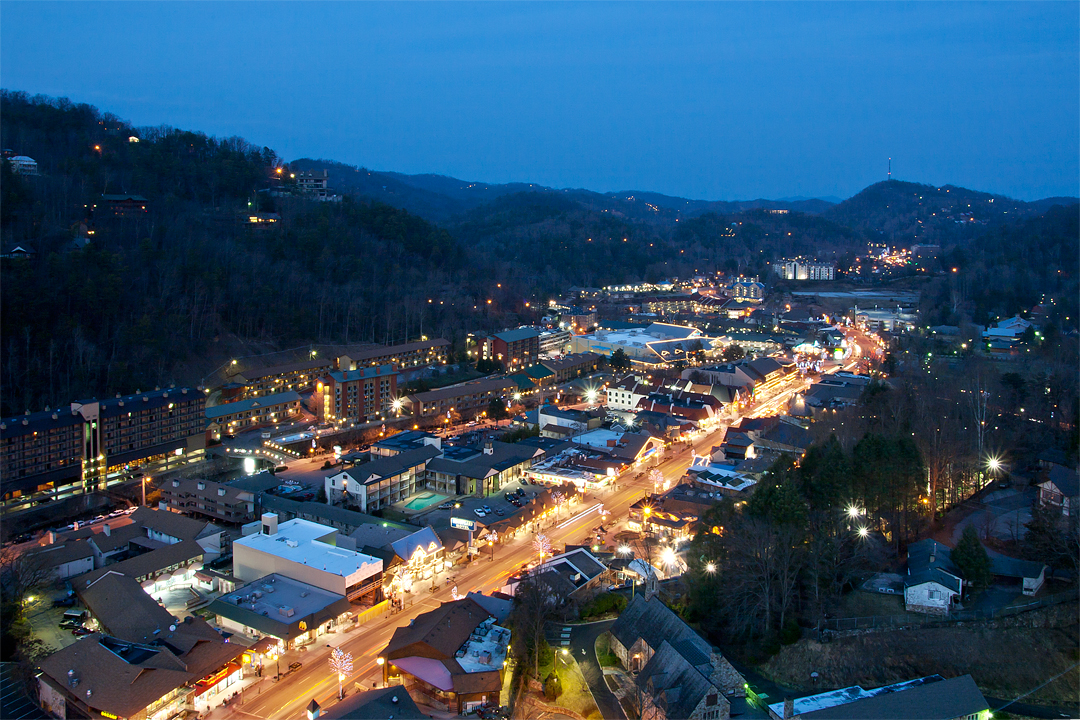 gatlinburg tennessee History of gatlinburg,tn how gatlinburg tennessee was formed including  information on radford gatlin and noah ogle how it became gateway to the.